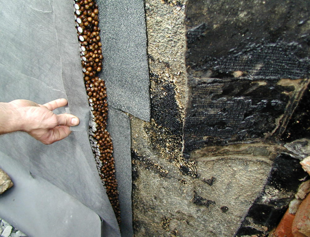 Drenážní deska s filtrační tkaninou – odvodnění panel. domu